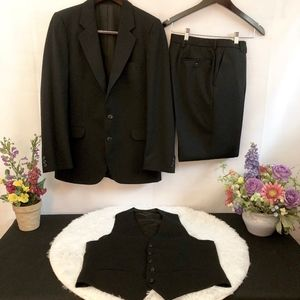Yves Saint Laurent Black Wool Mens Suit. Size 40 R
